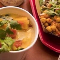 La soupe-repas de Caroline Dumas et la casserole de pois chiches à la poivronade de Danny St Pierre.