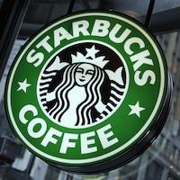 L'enseigne de l'entreprise Starbucks