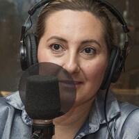 Adelle Tarzibachi et Arpik Souvalian au micro de Catherine Perrin.