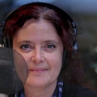 La journaliste Nathalie Schneider est spécialisée en plein air.