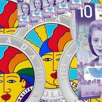 Montage avec le billet de 10$ à l'effigie de Viola Desmond et la pièce de monnaie commémorant la décriminalisation de l'homosexualité. La pièce en argent est ornée d'une oeuvre de Joe Average montrant deux visages fondus l'un dans l'autre avec une chevelure arc-en-ciel.