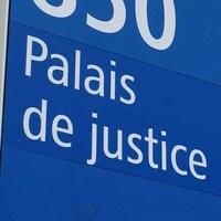 Pancarte d'un palais de justice.