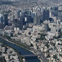 Une vue aérienne du quartier La  Défense, à Paris.