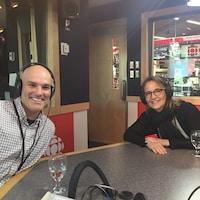 Patrick Gatien et Dominique Robeyns dans les studios de Radio-Canada.