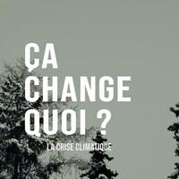 Le titre « Ça change quoi? La crise climatique » écrit sur fond de paysage d'arbres enneigés.