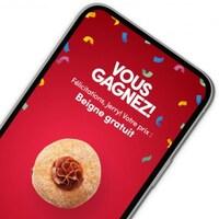 Capture d'écran d'un cellulaire sur lequel est affiché la mention : vous gagnez, félicitations Jerry, votre prix est un beigne gratuit.