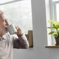 Selon le recensement de la population de 2011, il y a 4 945 00 de personnes âgées de 65 ans et plus au Canada. Parmi elles, 92,1 % vivaient dans un ménage ou un logement privé, en couple ou seules.