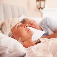 Une femme souffre d'insomnie.