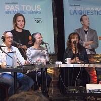 Hélène Mercier, Alain Gravel, Matthieu Dugal, Sophie Blondin et Pierre Brassard enregistre Pouvez-vous répéter la question? le 30 septembre 2018.