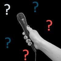 Un microphone sur un fond noir