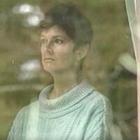 Sue Rodriguez à sa fenêtre de sa maison de Victoria en Colombie-Britannique.