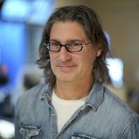 Jean-René Dufort dans le studio 17 de Radio-Canada.