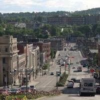 Le centre-ville de Sherbrooke en après-midi.