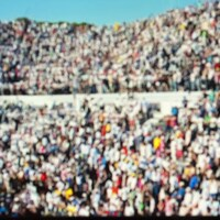Une foule à un match de tennis