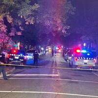 Des policiers sur les lieux de la fusillade.