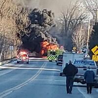Un incendie a éclaté à la suite d'un accident de la route à Waterville.