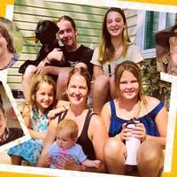 Marie-Ève Beauchamp, ses huit enfants et leur chien.