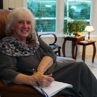 À 71 ans, la comédienne Rollande Lambert doit utiliser différentes stratégies pour mémoriser ses textes de théâtre.