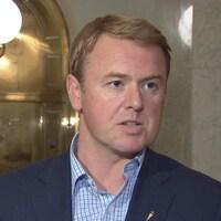 Le ministre de la Santé albertain, Tyler Shandro.