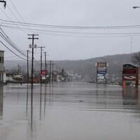 Le centre-ville de Beauceville inondé.