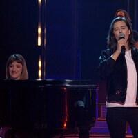 Alice Dorval est au micro accompagnée par Anne-Sophie Gaudet au piano.