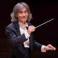 Kent Nagano qui dirige l'orchestre symphonique.