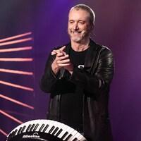 Dan Bigras, sourit sur la scène du show du Refuge.