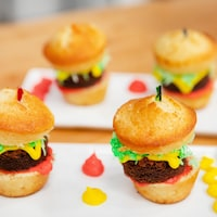 Petits gâteaux style hamburger.