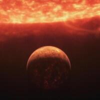 Une planète devant l'immense soleil.