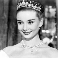 Audrey Hepburn, une couronne sur la tête