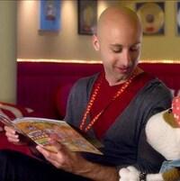 Jeff Stinco lit une histoire à Bookaboo