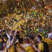Des dizaines de milliers d'opposants à la présidente brésilienne Dilma Rousseff ont célébré le vote de sa destitution par la Chambre des députés.