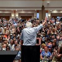 Le sénateur du Vermont, Bernie Sanders, devant ses partisans, en marge de la convention démocrate à Philadelphie, en Pennsylvanie.