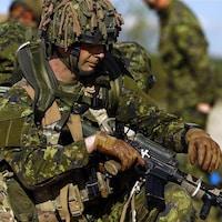 Des soldats canadiens participent à un exercice de l'OTAN en Pologne, en mai 2014.