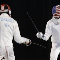 Finale de la compétition d'épée aux jeux Panaméricains de 2015 à Toronto. Yeisser Ramirez des États-Unis affronte Silvio Fernandez du Vénézuela.