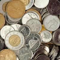 Des pièces de monnaie canadienne