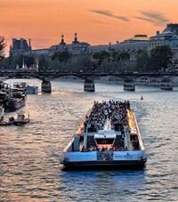 Un bateau sur la Seine, à Paris