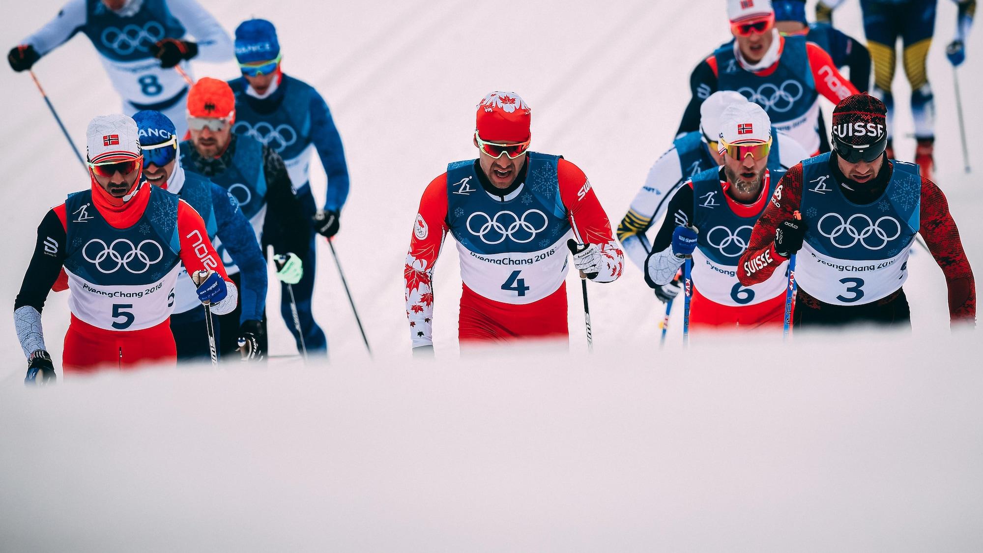 Alex Harvey (no 4) pendant l'épreuve du skiathlon des Jeux olympiques de Pyeongchang