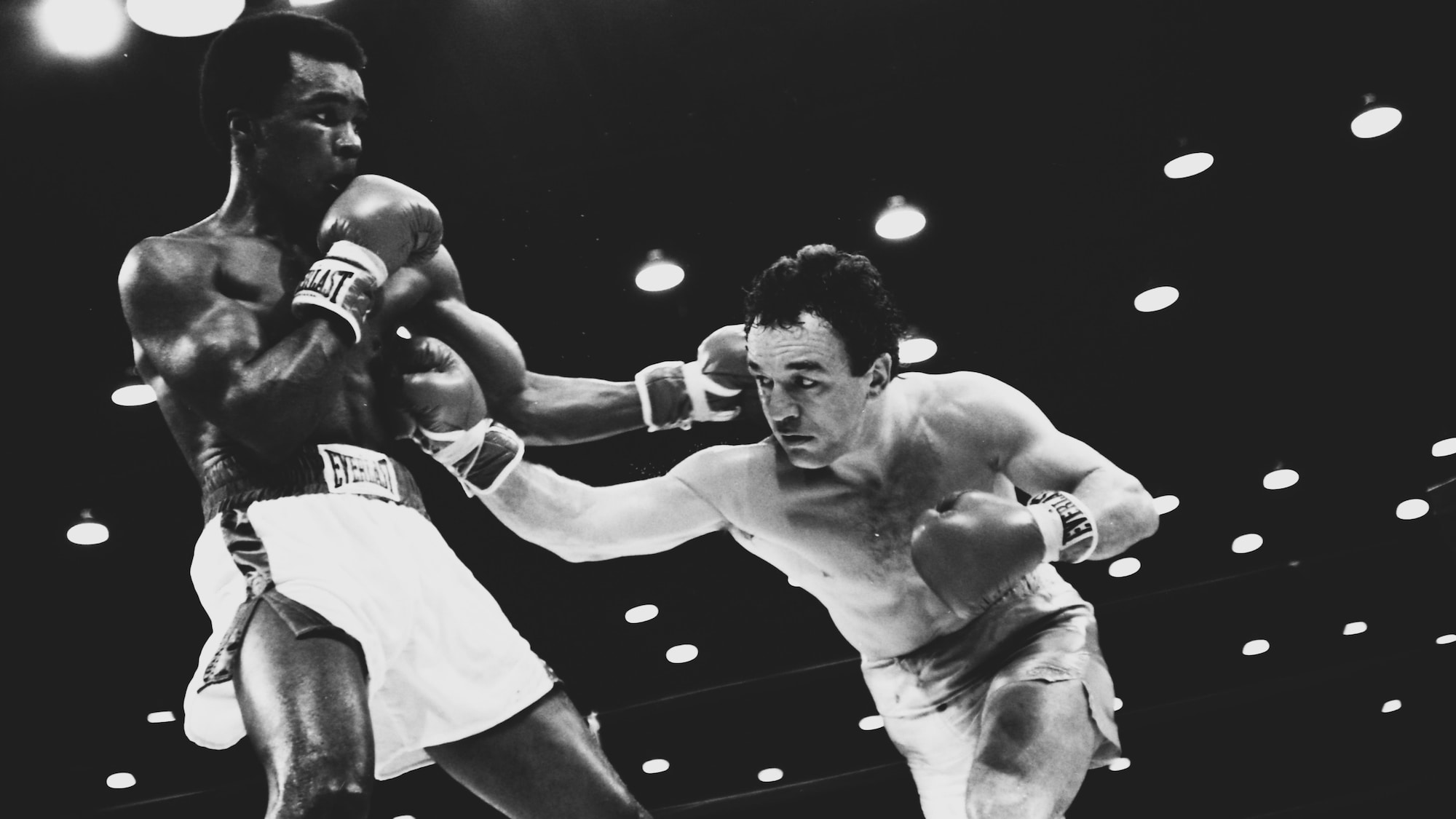 Sugar Ray Leonard encaisse un coup de Fernand Marcotte le 11 février 1979.