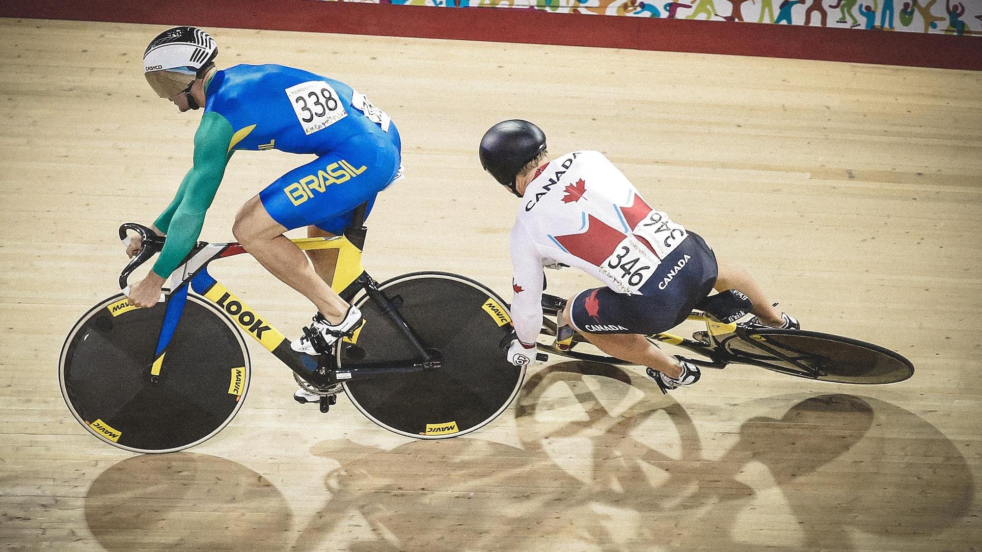 Le vélo de Hugo Barrette entre en contact avec celui du Brésilien Flavio Vagner Cipriano, lors des Jeux panaméricains de 2015...