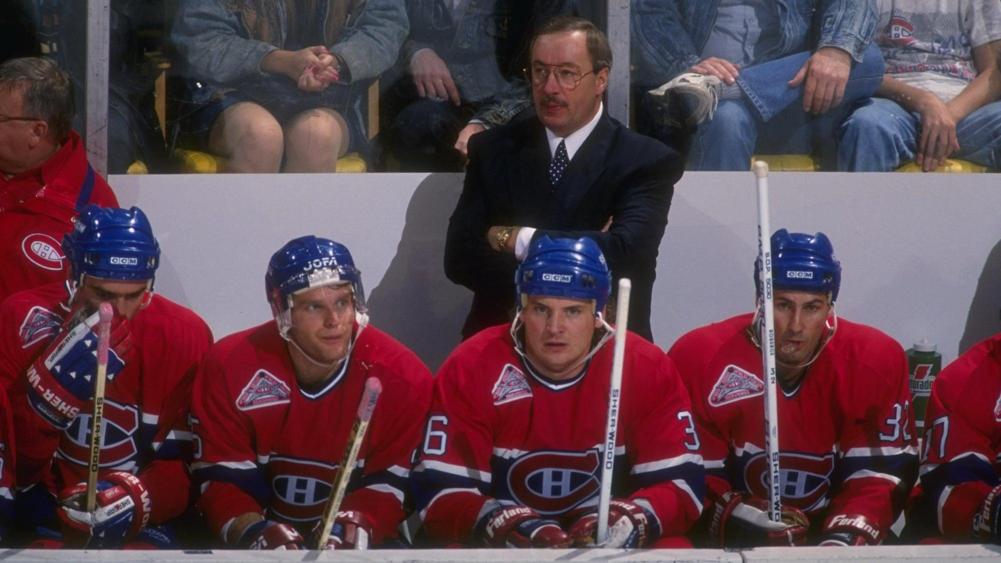 L'entraîneur Jacques Demers derrière le banc du Canadien lors de la saison 1992-1993