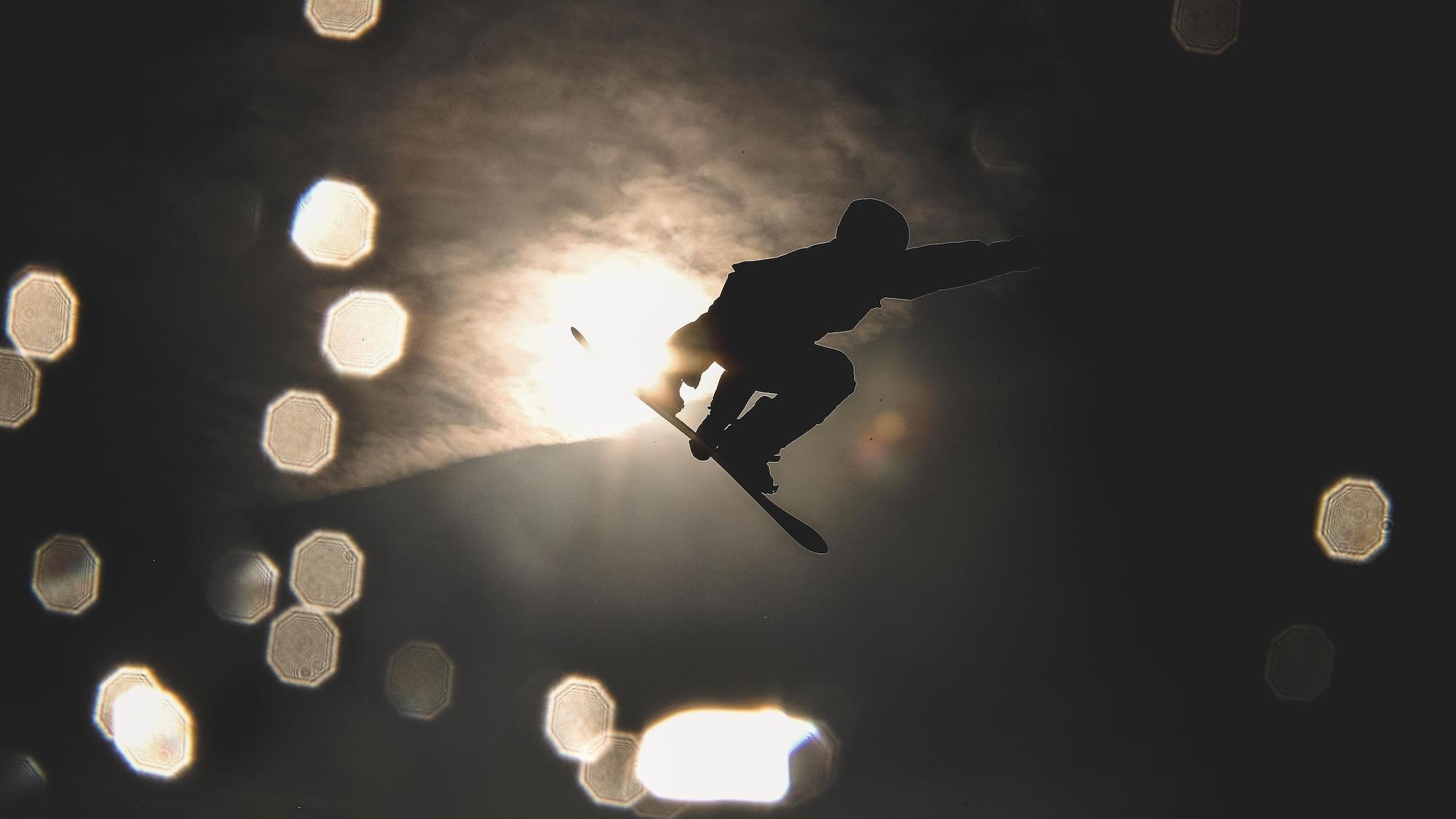 Maxence Parrot effectue un saut.