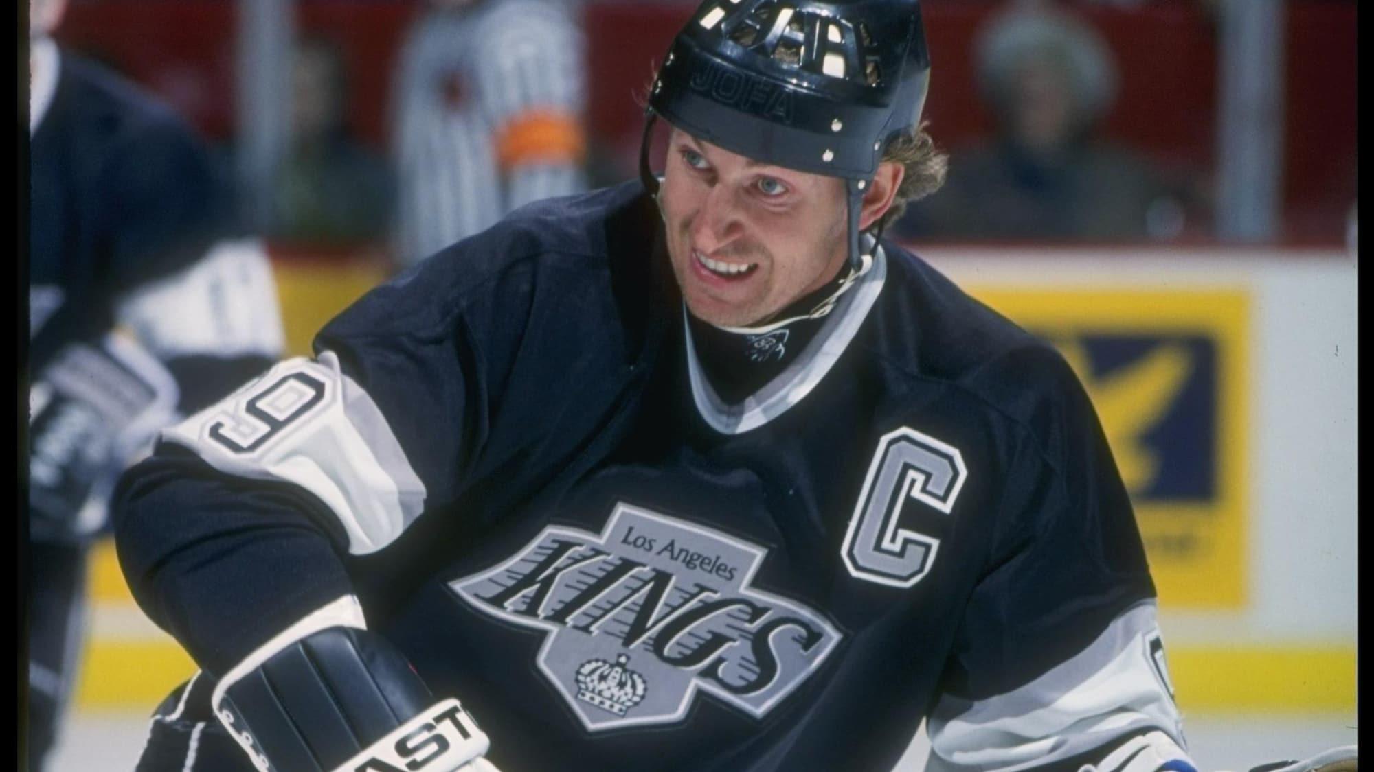 Le capitaine des Kings Wayne Gretzky au Forum de Montréal
