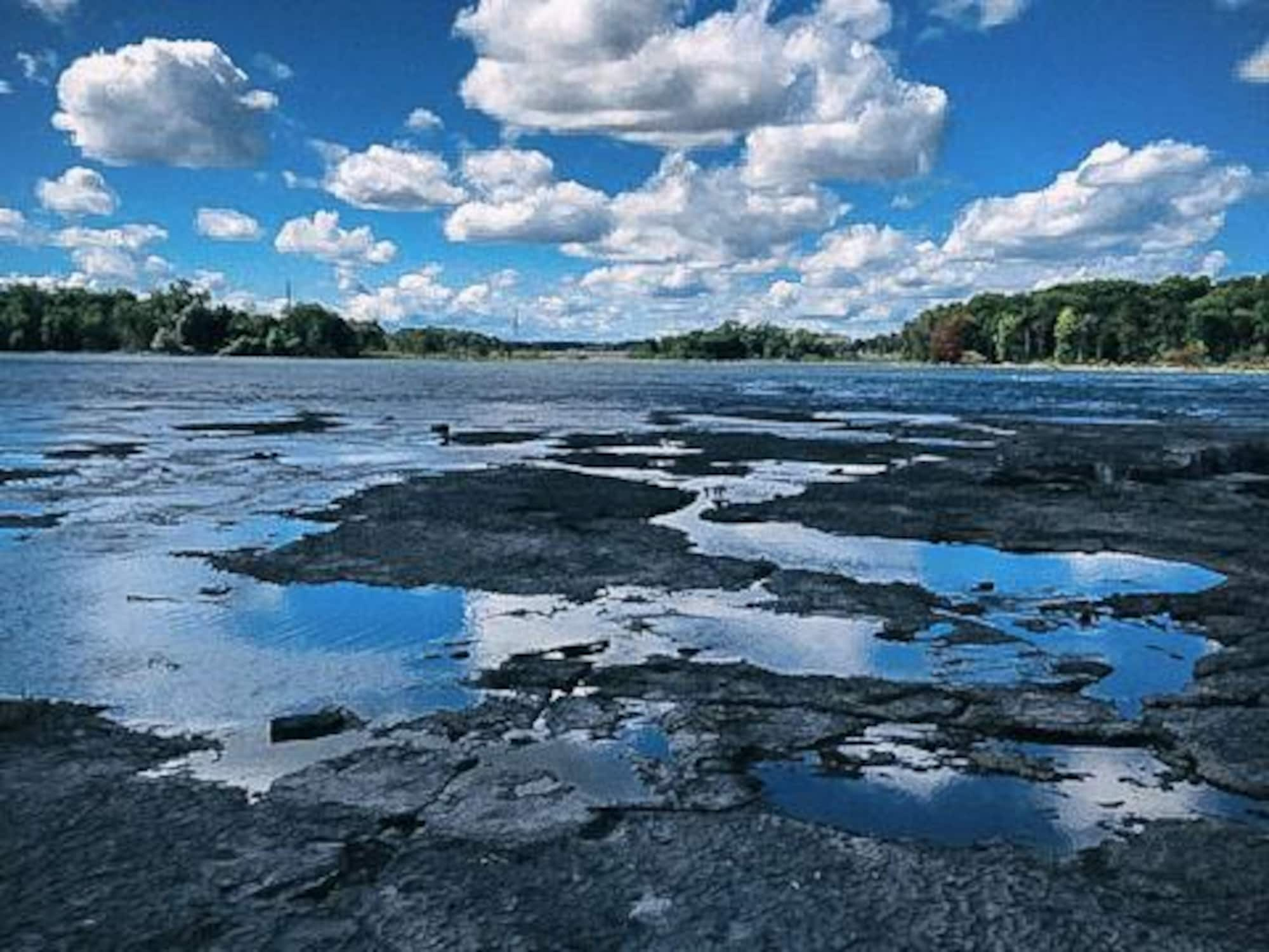 Un aperçu du paysage entourant l'île Dondaine