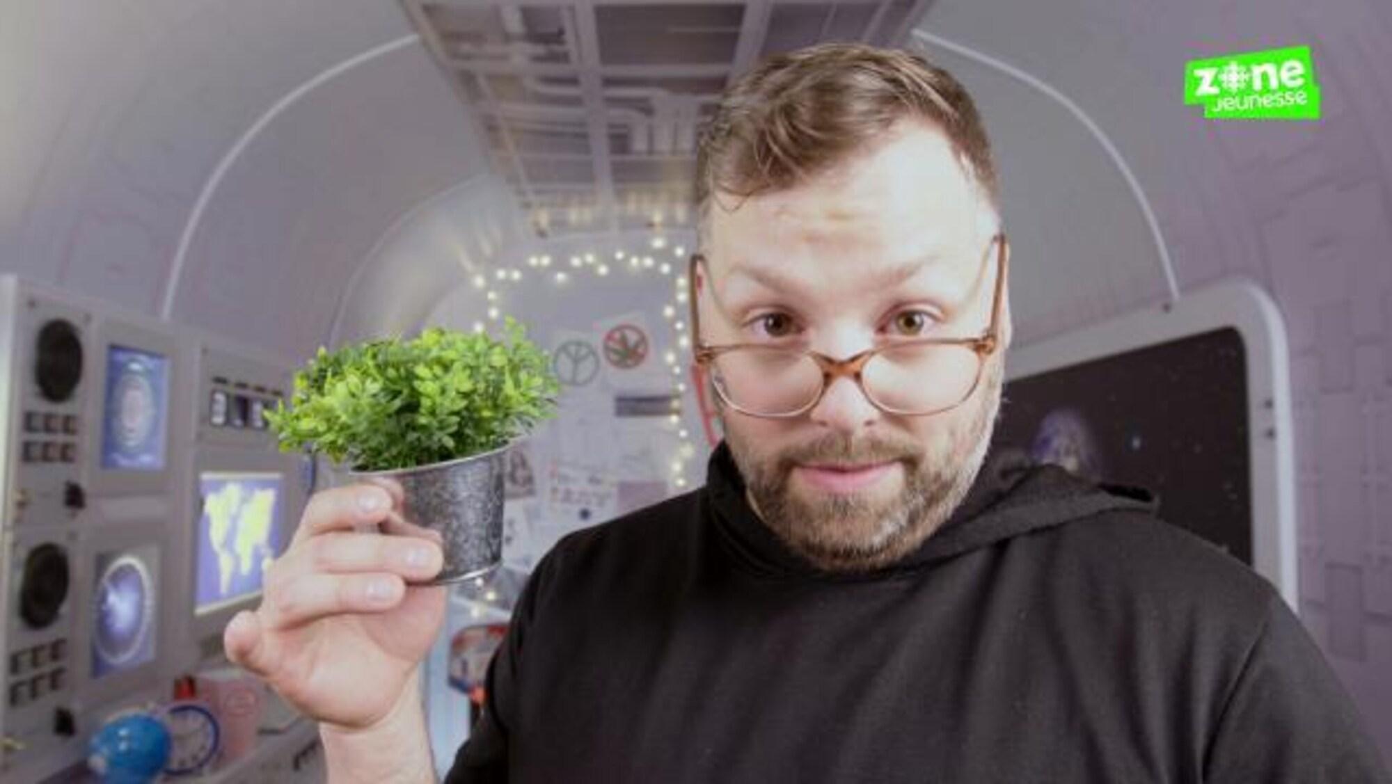 Il nous parle d'un sujet chaud : la légalisation du cannabis.