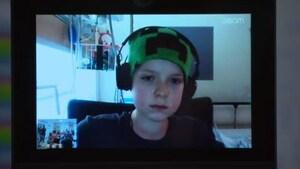 Hugo et son robot: à l'école malgré la maladie