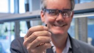 Une puce électronique pour mieux comprendre le déclin des saumons