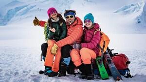 Parcourir à ski les sommets des glaciers avec ses 2 fillettes