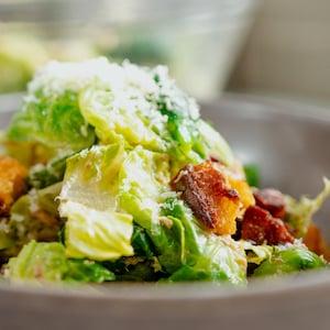 Un bol de salade à saveur portugaise.