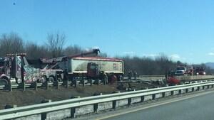 L'autoroute 10 est fermée en direction ouest. Un déversement de diesel est responsable de cette fermeture.